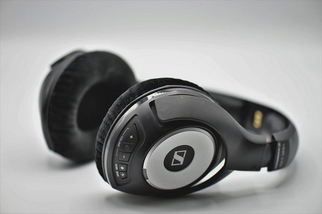 Najlepsze słuchawki bezprzewodowe – Jak wybrać najlepszy model (2020)