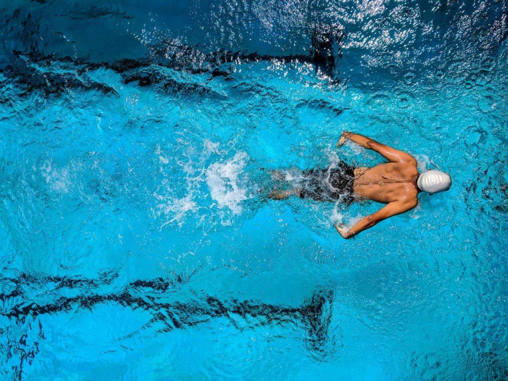 Czy można pływać w słuchawkach